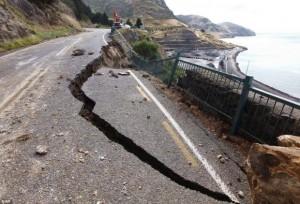 quake-NZ-road crack